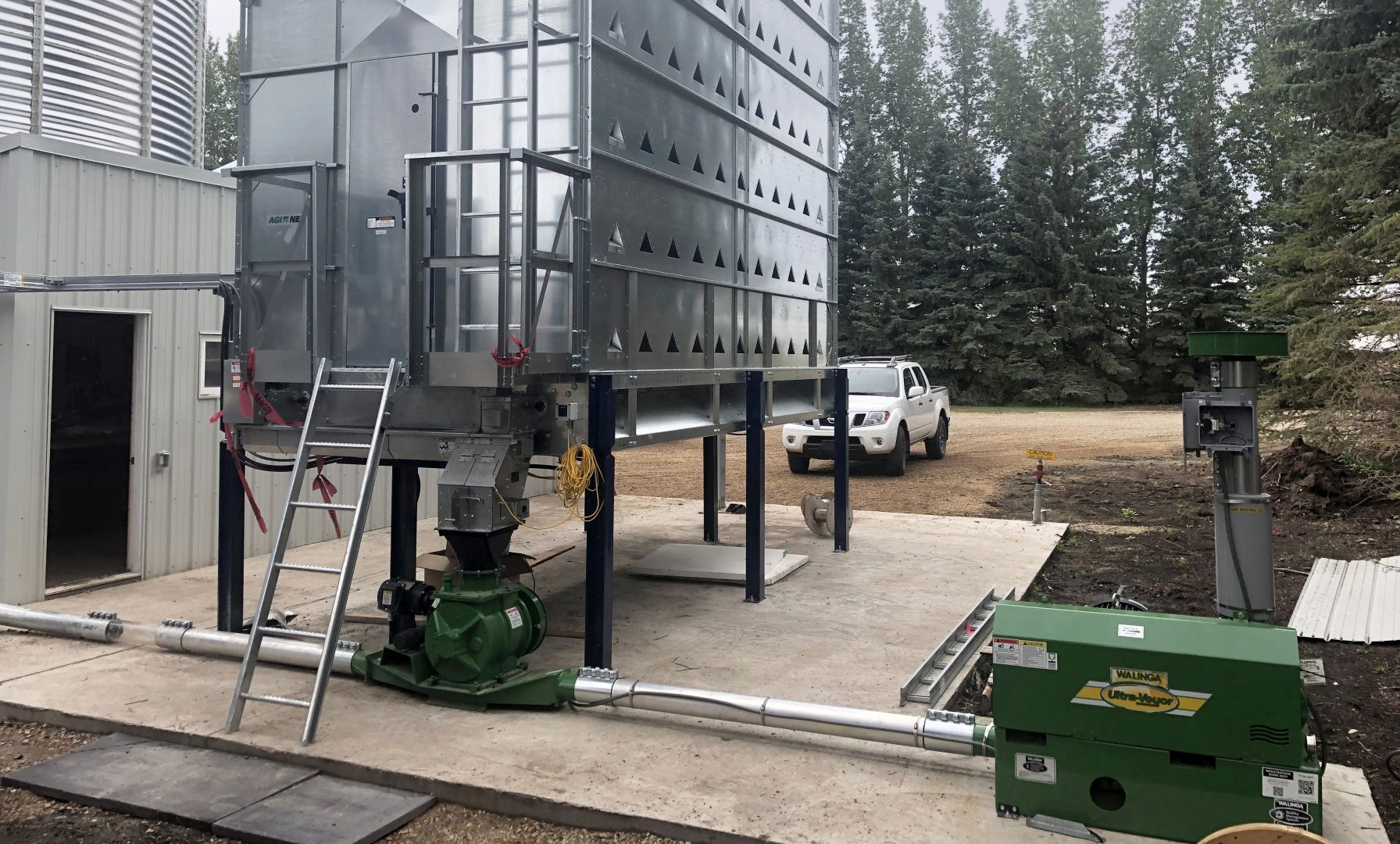 NECO Grain Dryer feeding into a Walinga Ultra-Veyor system