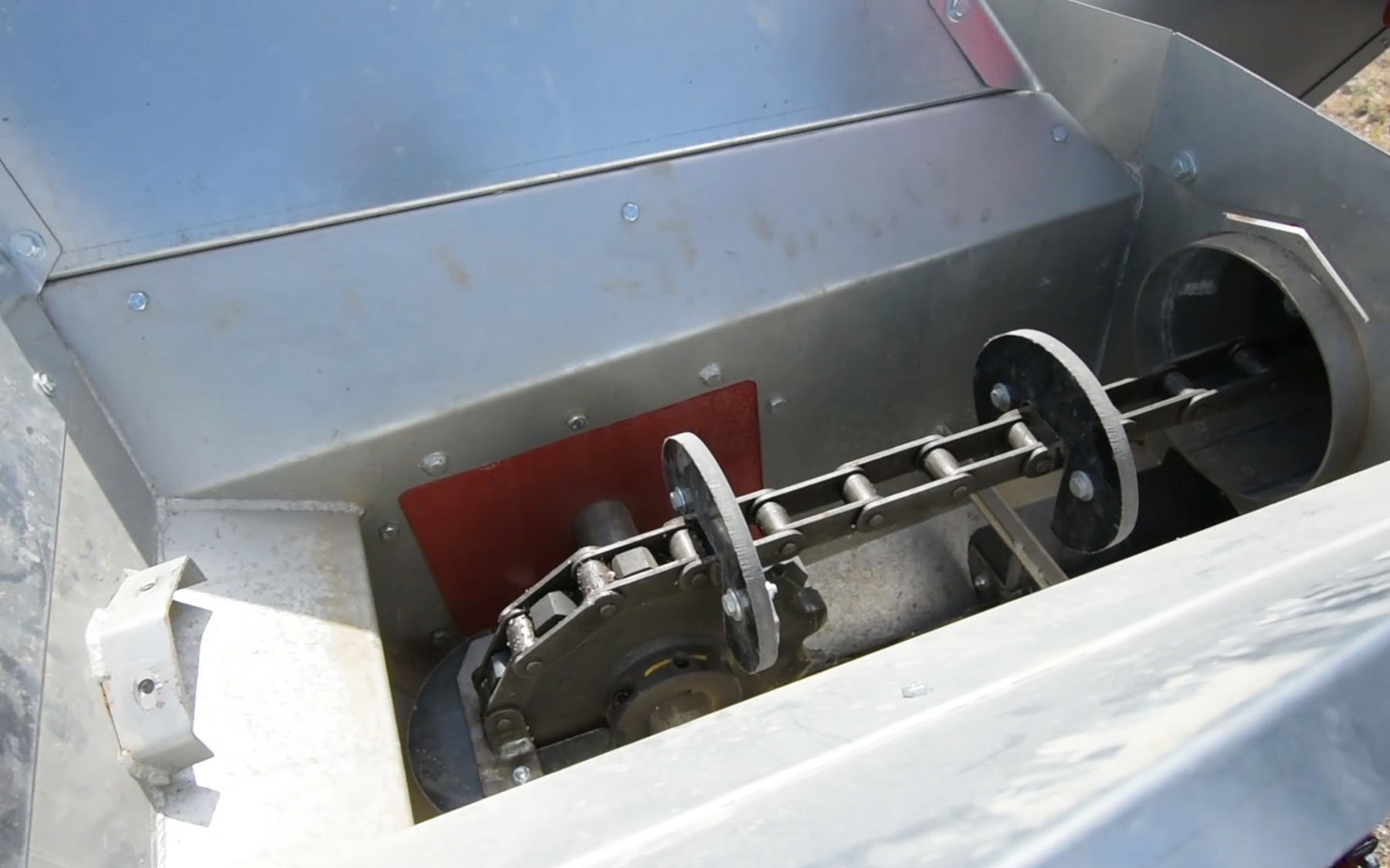 Image of UHMW plastic paddles on the AGI Hutchinson Double Run Chain Conveyor
